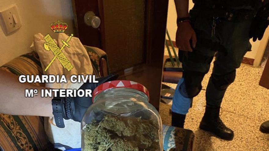 Desmantelado un importante punto de venta de drogas en Cañamero