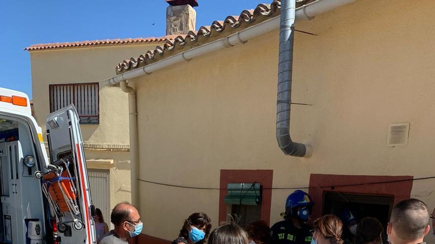 Los bomberos de Toro rescatan a una vecina de Fuentelapeña tras sufrir una caída en su vivienda