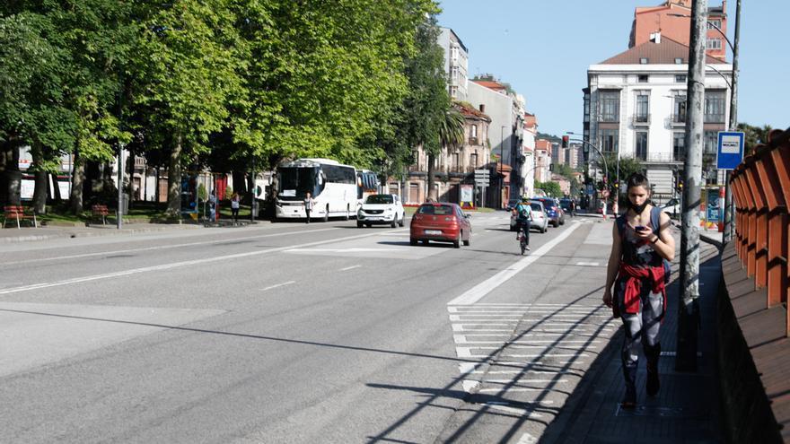 La calle del Muelle tendrá solo un carril de circulación en cada sentido a partir del martes