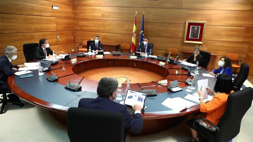 Sánchez preside la reunión para coordinar los trabajos de evacuación en Afganistán
