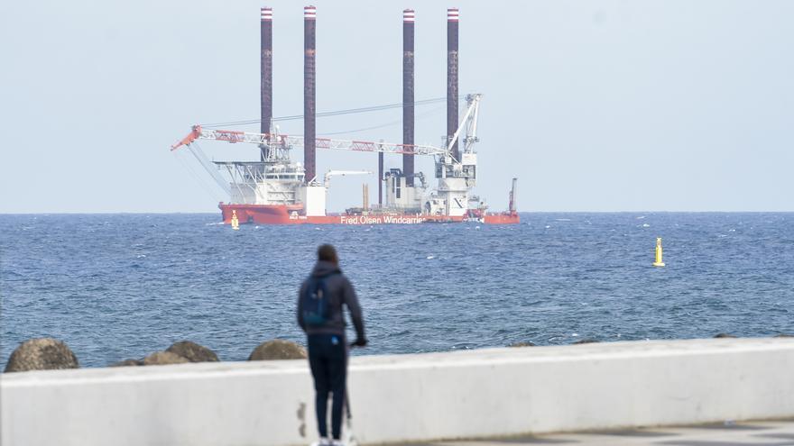 El mejor barco de Fred. Olsen para instalar parques eólicos visita el Puerto de Las Palmas