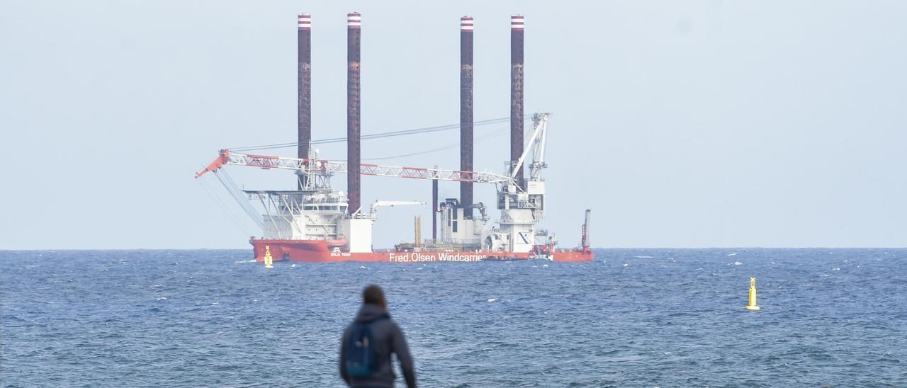 El 'Bold Tern', a su llegada al Puerto de Las Palmas.