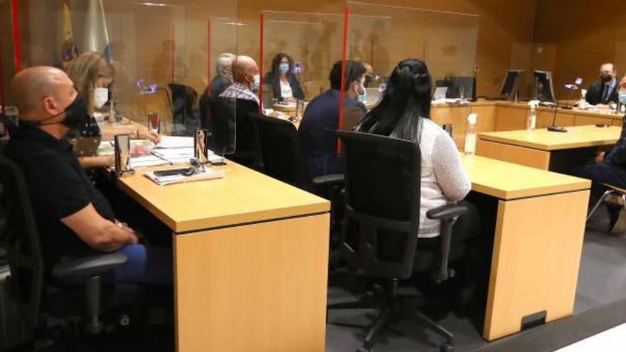 El fiscal pide hasta 42 años de cárcel a unos padres por abusos a sus hijas
