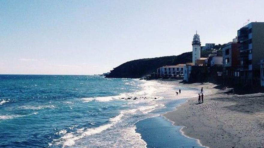 Prohibido el baño en la playa de Los Guanches, en Candelaria
