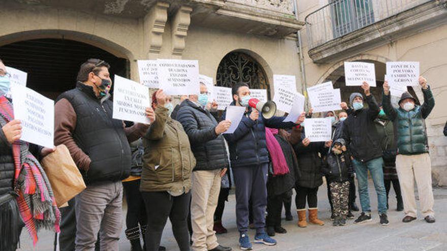 Veïns de Font de la Pólvora de Girona protesten pels talls de llum en plena onada de fred