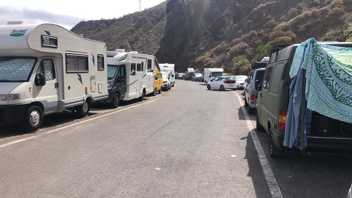 La Policía Local cierra el acceso hacia las playas de Anaga por la alta cantidad de vehículos