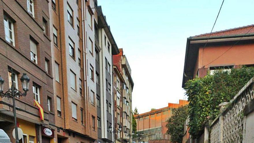 Ciudad Naranco pide mano dura contra quienes aparcan mal frente a los colegios