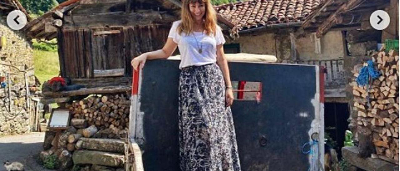 Natalia Verbeke, encantada subida a un tractor.   Instagram
