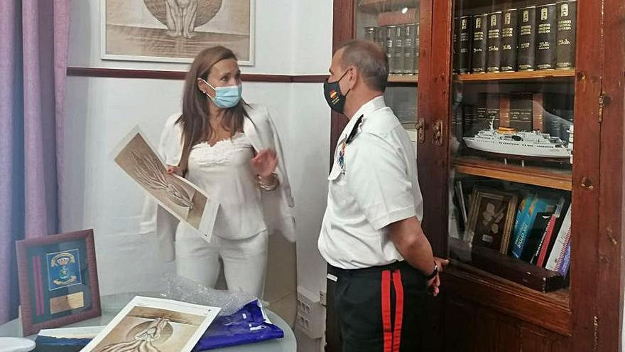 El General de la Armada Carlos Pérez-Urruti cumple con su compromiso de visitar la localidad