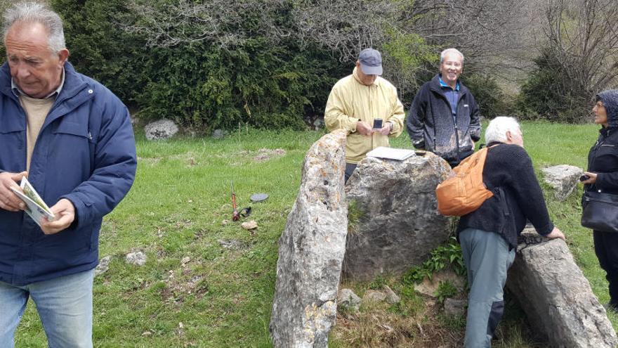 Descobreixen un dolmen de més de 4.000 anys d'antiguitat a Gombrèn