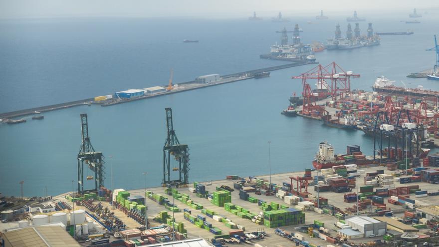 Las Palmas baja las tasas portuarias un 20% para ganar competitividad