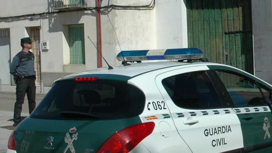 La Guardia Civil auxilia a un hombre de 80 años en su domicilio en La Lampreana