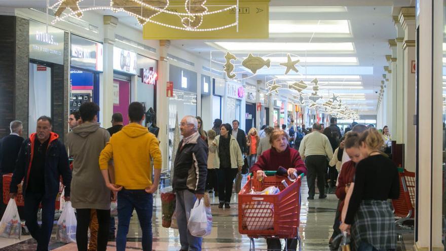 Los centros comerciales piden la ejecución de la sentencia que les permite abrir los festivos
