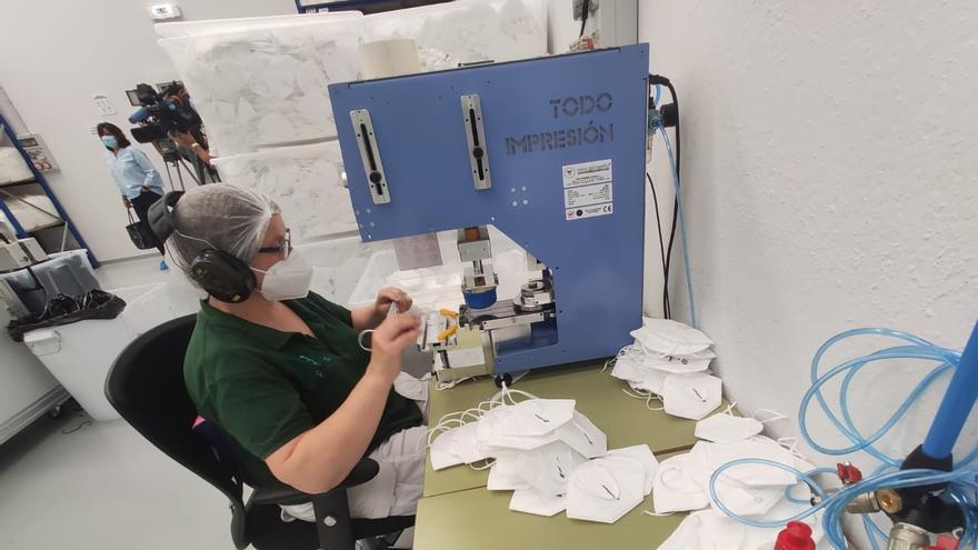 La factoría de mascarillas de Morcín pide al Principado apoyo para dar continuidad al proyecto