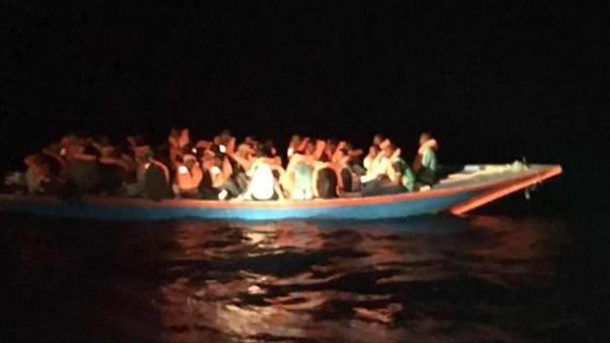 L'Open Arms rescata 40 persones i denuncia que Malta no se'n vol fer càrrec