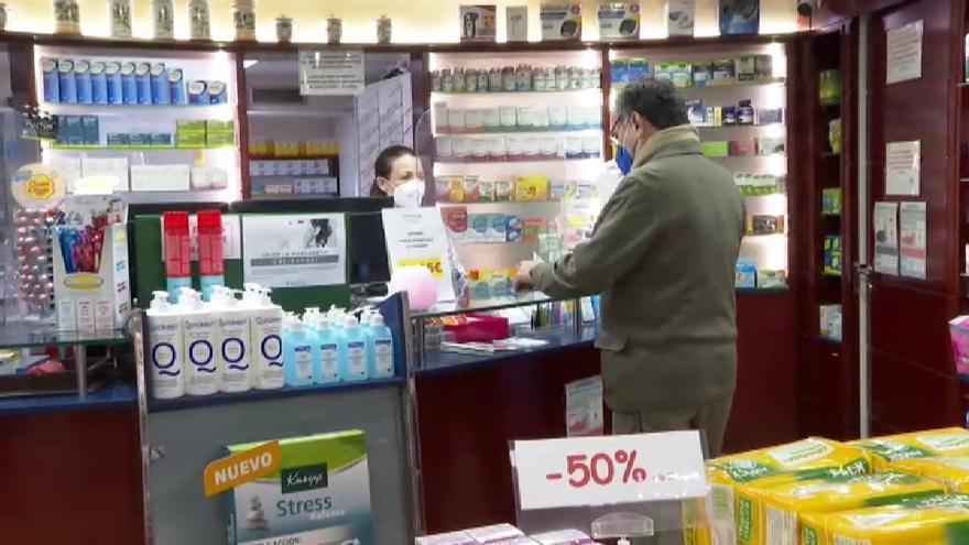 Andalucía propone adelantar la vacunación a policías, profesores o camareros