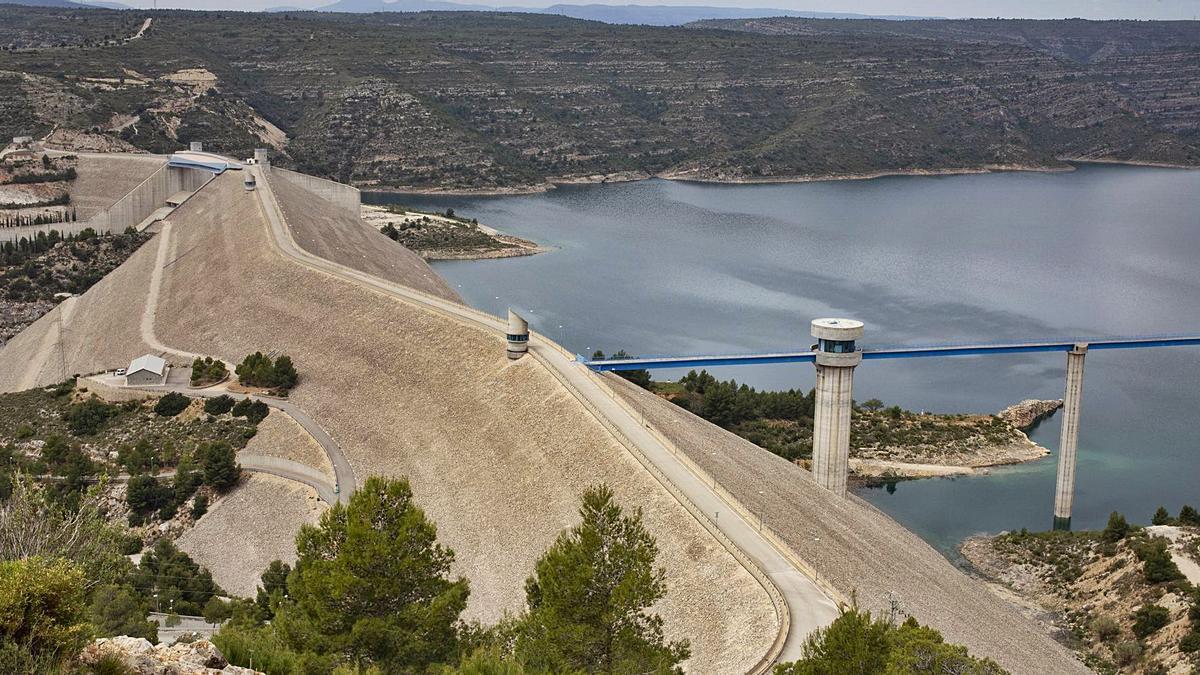 Una perspectiva del dique principal de la presa de Tous, en una imagen reciente.   PERALES IBORRA