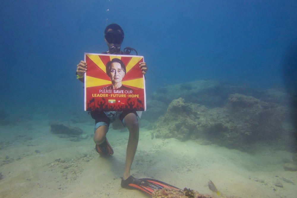 Protesta submarina en Birmania.