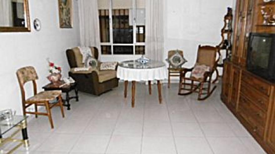 86.000 € Venta de piso en Cabra, 4 habitaciones, 1 baño, 1 aseo...