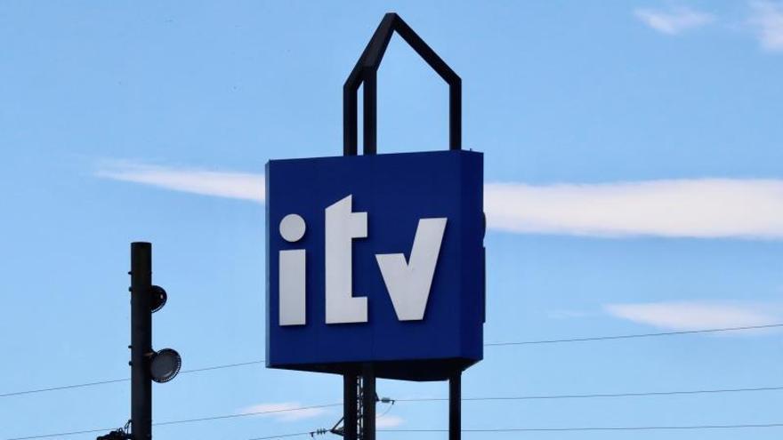 La multa de la ITV que te puede costar 200 euros y no es un problema mecánico que mira la Dirección General de Tráfico