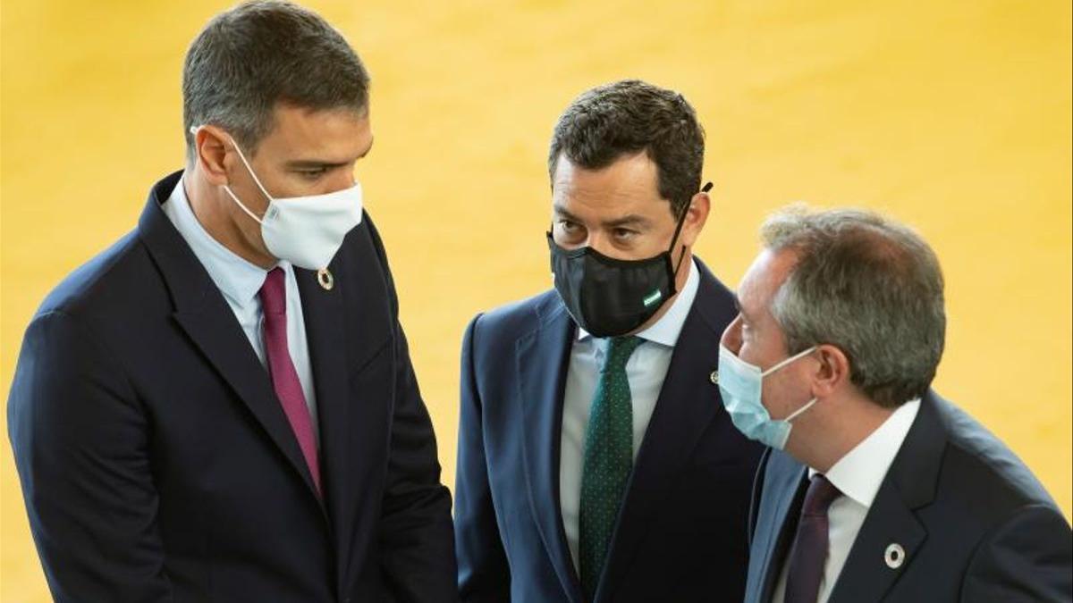Pedro Sánchez, Juanma Moreno y Juan Espadas.