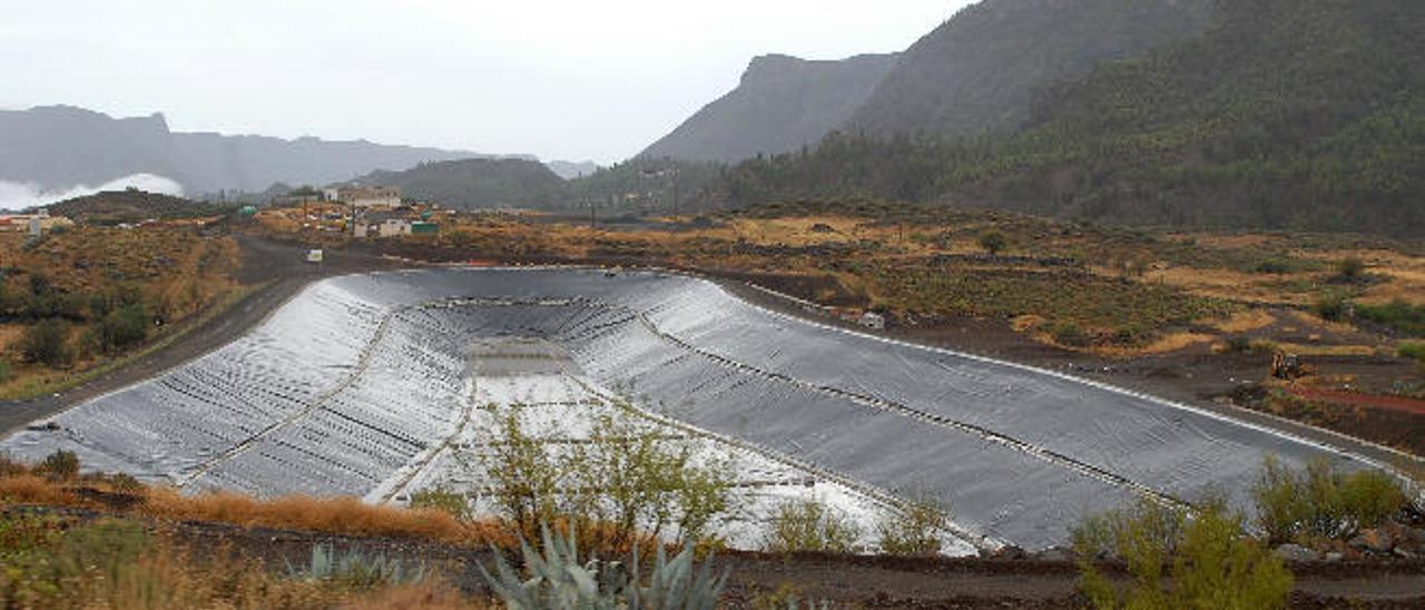 Balsa de almacenamiento de agua de riego en el Barranco del Negro, en San Bartolomé de Tirajana.