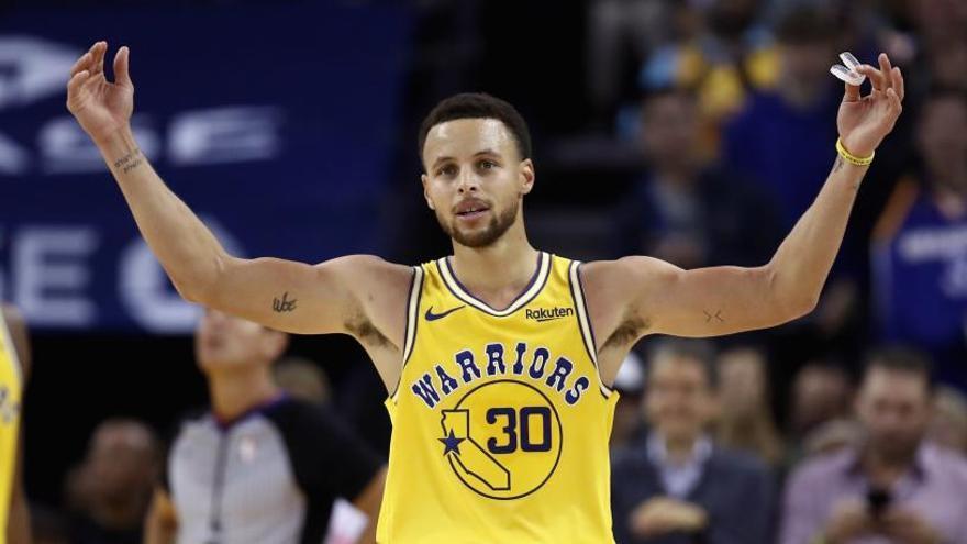 Curry anota 51 puntos en el triunfo ante los Wizards