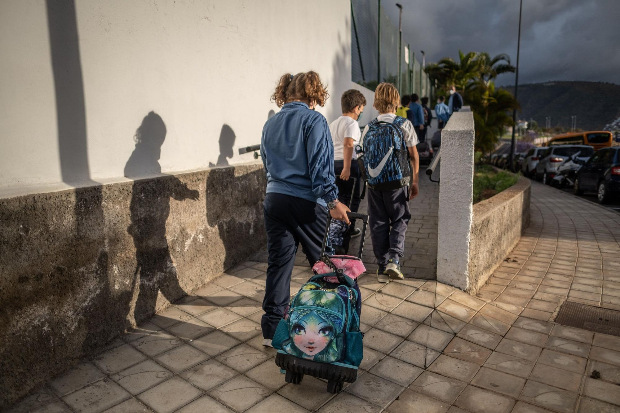 Traslado de los niños del CEIP San Fernando a Tena Artiga