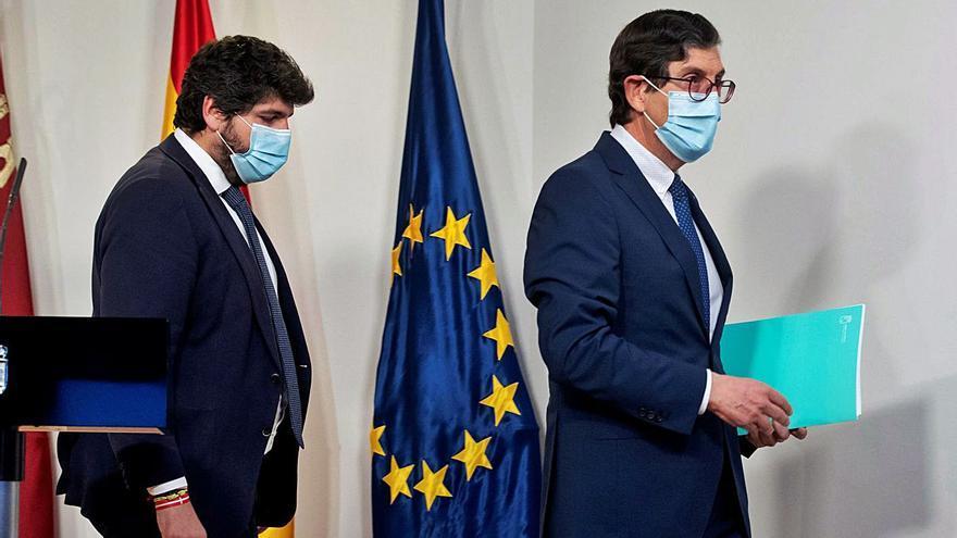 El consejero de Salud de Murcia dimite al saltarse la cola para la vacuna anti-COVID