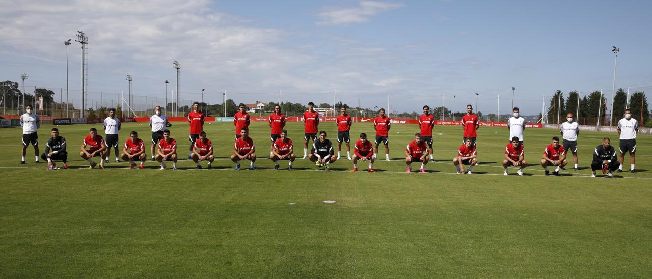 Los jugadores del Sporting, antes del primer entrenamiento en Mareo.