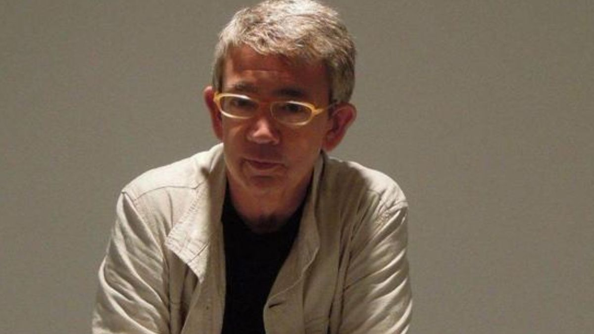 El escritor y periodista Guillermo Busutil ha sido galardonado con el Premio Nacional de Periodismo Cultural 2021,