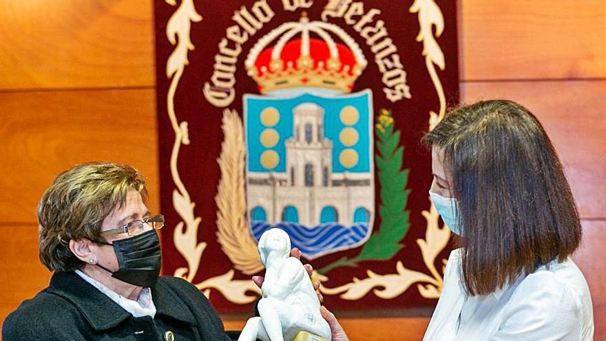 Carmiña do Moar recibe el premio Úrsula Meléndez