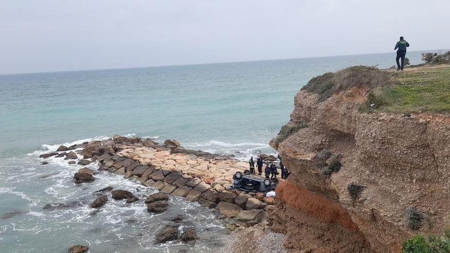 Una mujer fallece en Vinaròs tras precipitarse con su coche por un acantilado