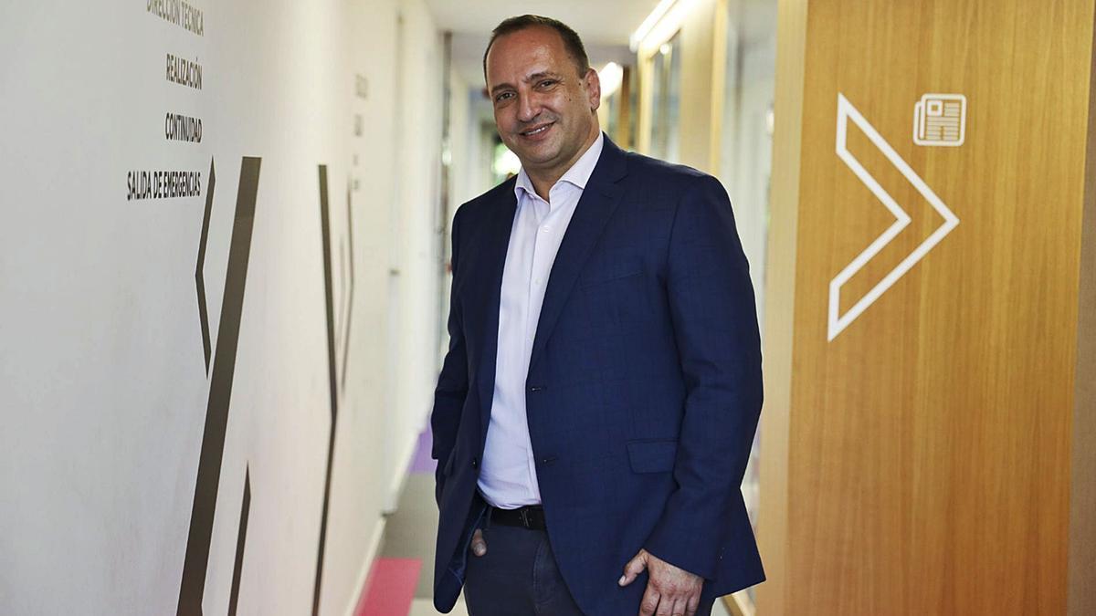 El vicepresidente segundo y conseller de Vivienda y Arquitectura Bioclimática, Rubén Martínez Dalmau, en la redacción de INFORMACIÓN.
