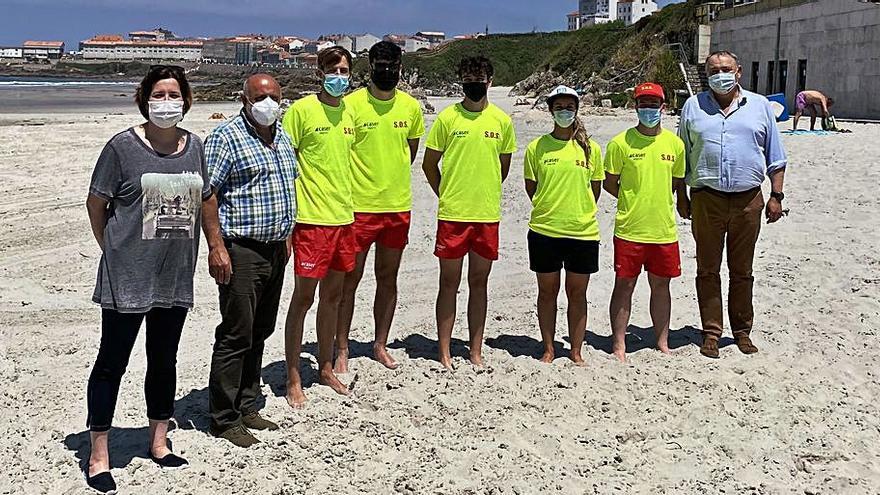 A Laracha inicia el servicio de socorristas en la playa de Caión