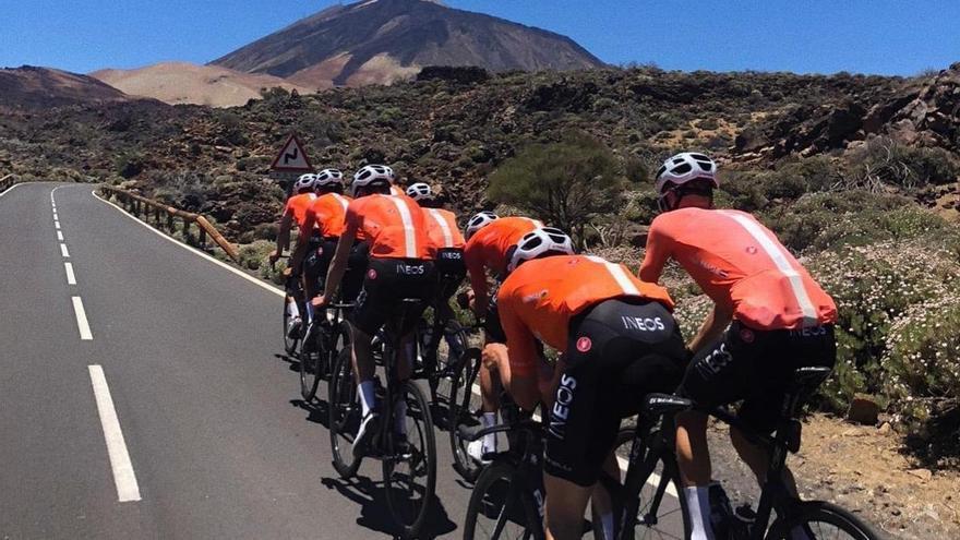 El Team Ineos ya rueda en el Teide
