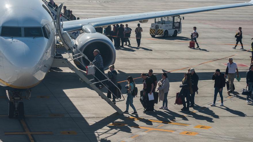 La compañía aérea de los hoteleros canarios comenzará a volar este año