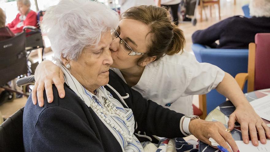 El Colegio de Enfermería de la Región de Murcia rechaza que las enfermeras sean sustituidas en las residencias de mayores por unas nuevas titulaciones