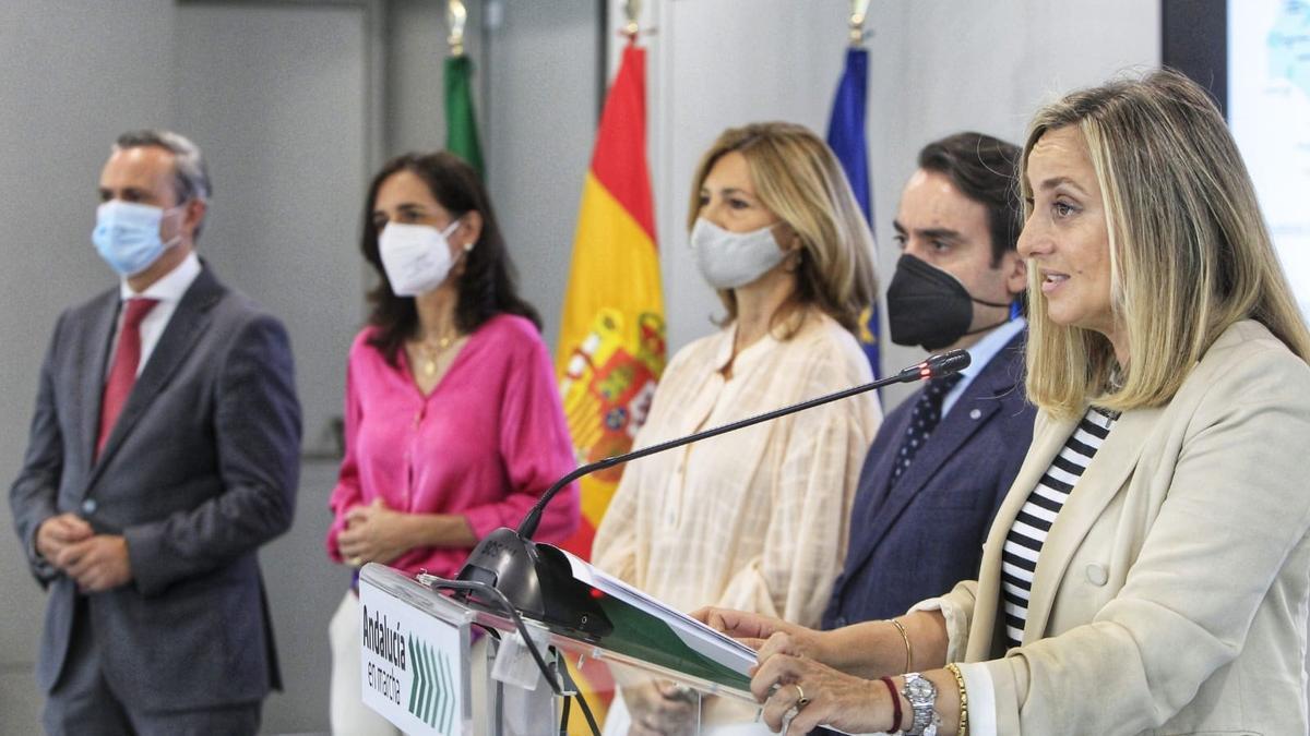 La consejera de Fomento, Infraestructuras y Ordenación del Territorio de la Junta de Andalucía, Marifrán Carazo, en rueda de prensa