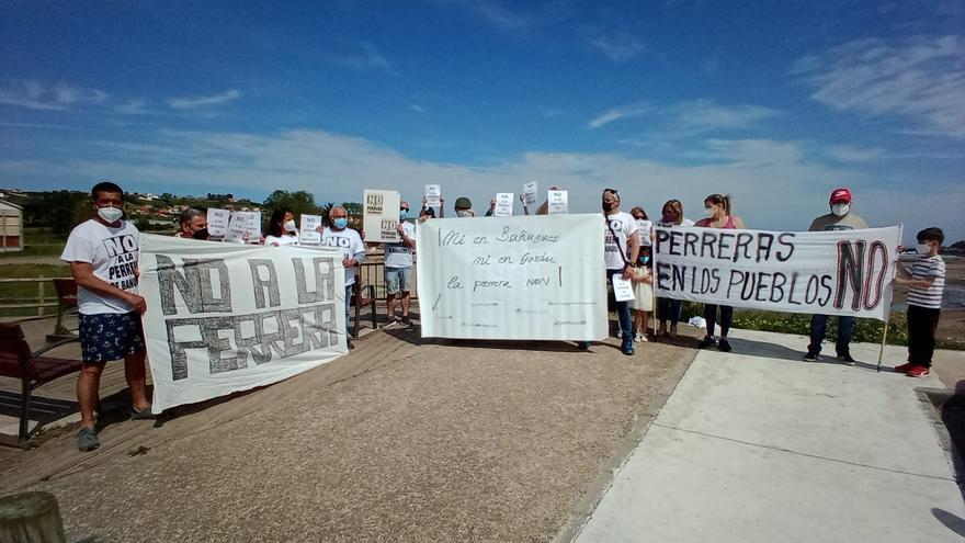 Nueva protesta contra la perrera: los vecinos de Bañugues salen a la calle