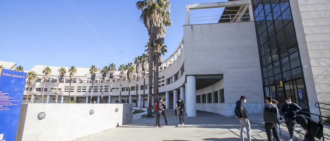 Alumnos en el aulario 2 de la UA