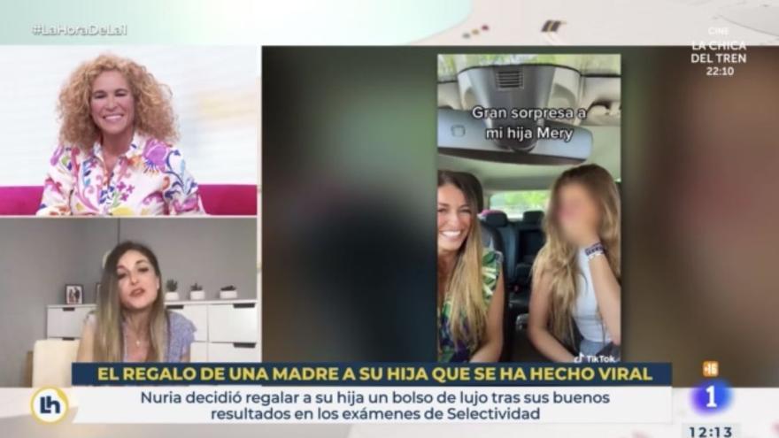 La mare viral que va regalar el «seu primer Luisvi» a la  filla apareix a 'La hora de La 1' i respon a les crítiques