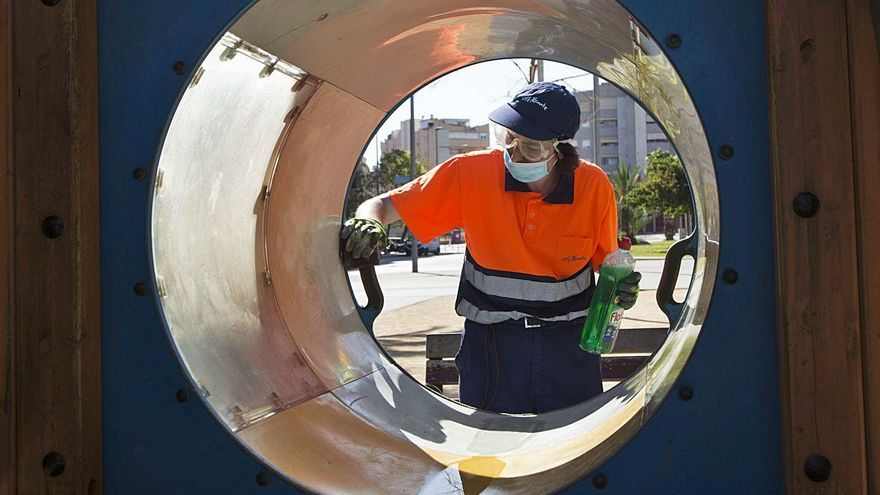 El bipartito defiende pagar más por la limpieza y afirma que el próximo contrato estará entre los «mejores»