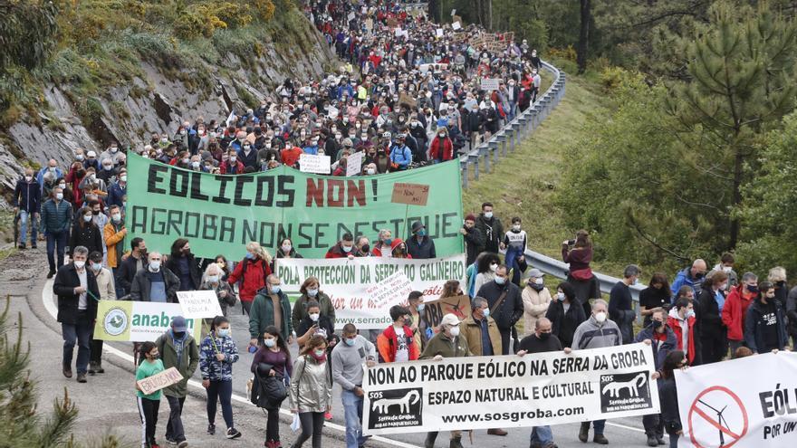 Más de mil personas claman contra los parques eólicos en A Groba