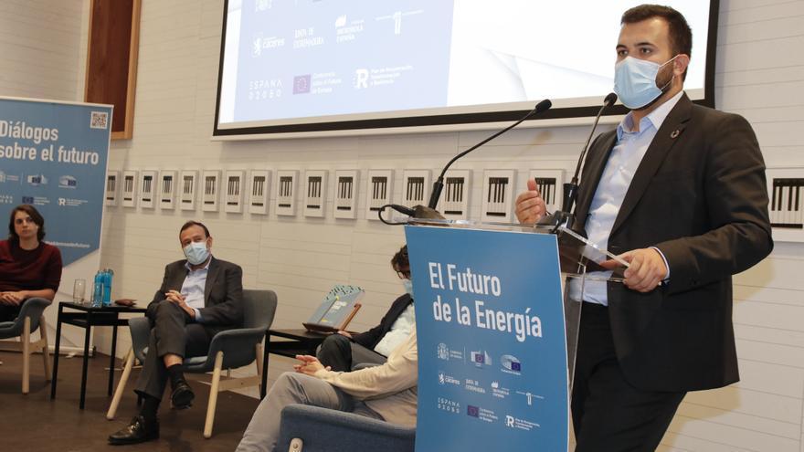Salaya clausura el foro sobre futuro y energía