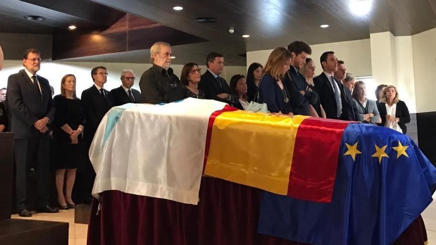 """Rajoy, en la capilla ardiente de Albor: """"Fue un magnífico político"""""""