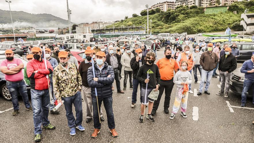 """Manifestación """"en defensa de la pesca, la caza social y el mundo rural"""" por Oviedo"""
