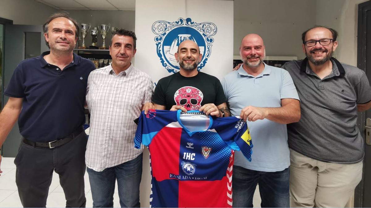 Els nous entrenadors de l'Igualada, amb el president Manel Burón