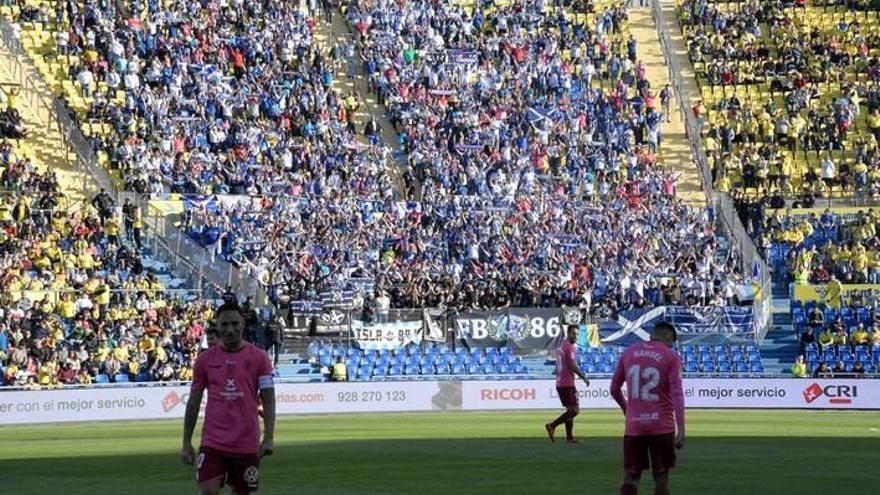 El Tenerife resiste el derbi con diez ante una UD Las Palmas impotente