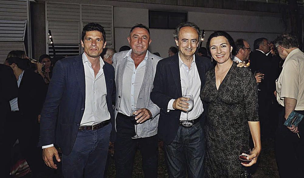 El director del Teatre Principal, Carlos Forteza, el escenógrafo Rafel Lladó, el escritor y colaborador de Diario de Mallorca, José Carlos Llop, y la actriz Catalina Solivellas.